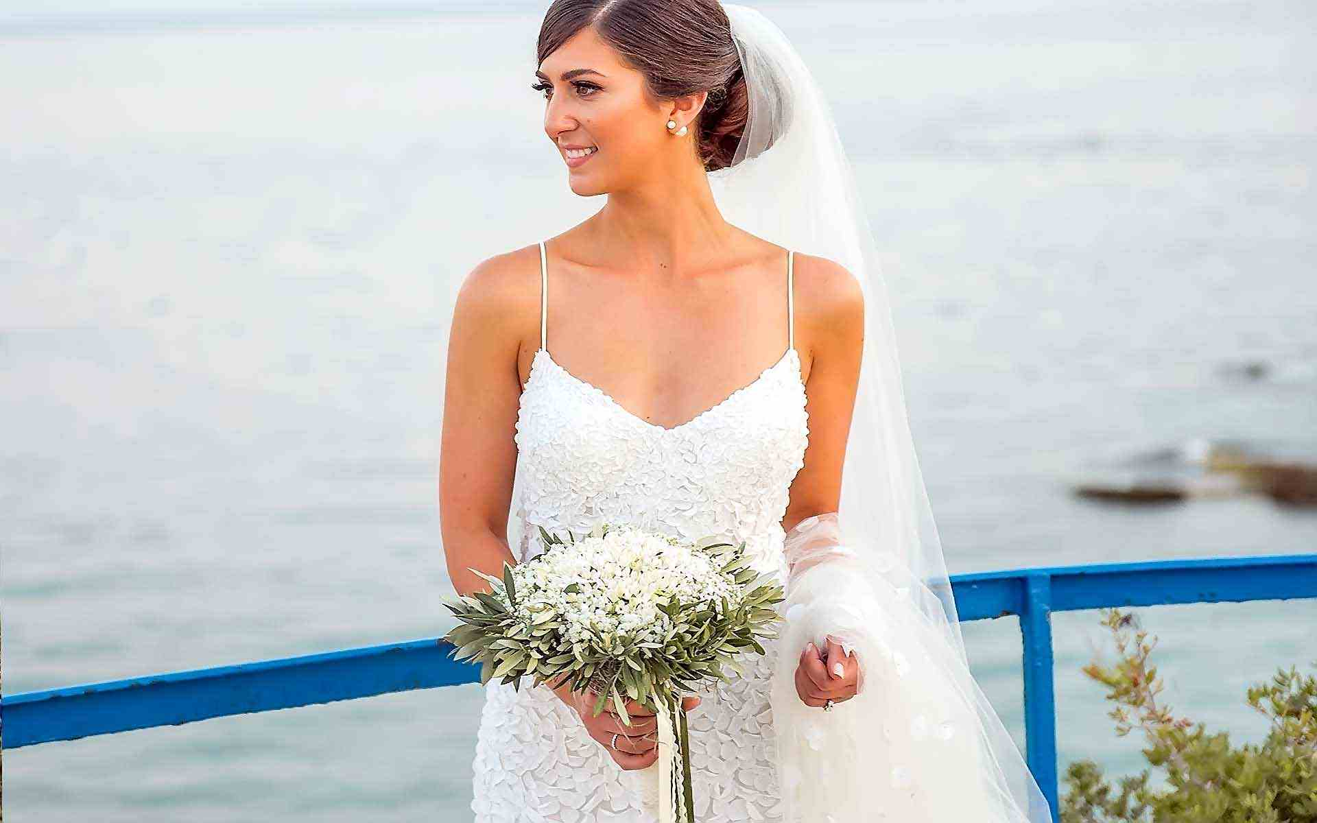 A-Beautiful-Bride-With-A-Chic-Olive-Branches-Pretty-Bouquet-by-Diamond-Events