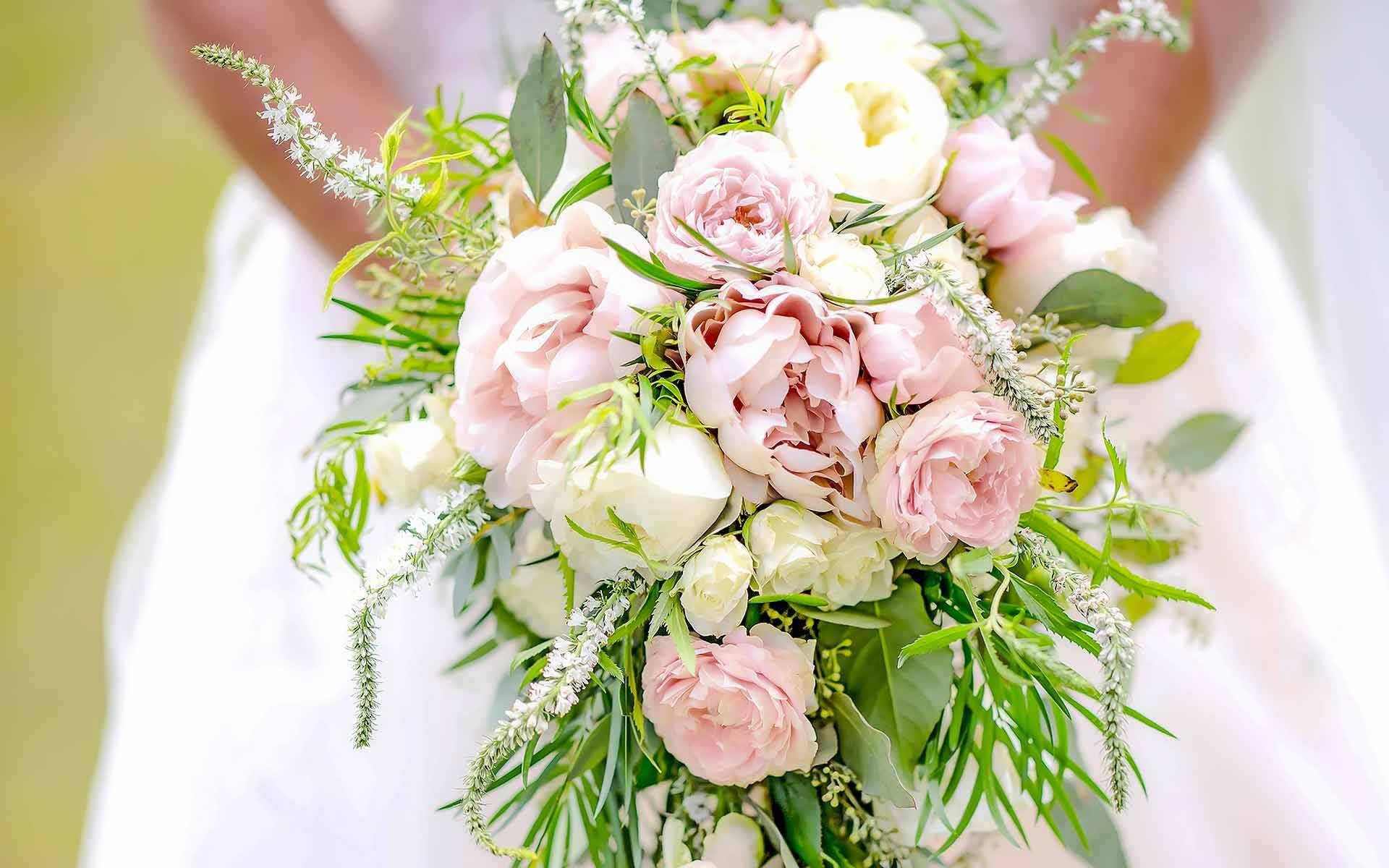 Bridal-Bouquet-Is-The-Finishing-Touch-To-A-Brides-Big-Day-by-Diamond-Events