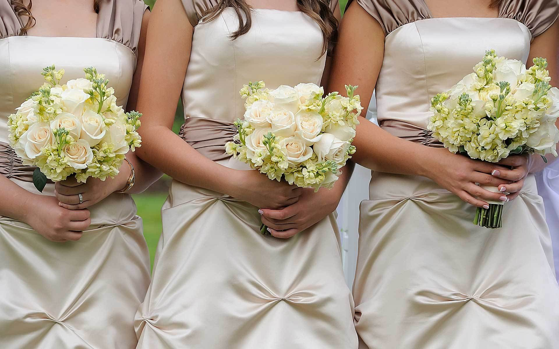 Chic-And-Sweet-Bridesmaids-Bouquets-Elegantly-White-by-Diamond-Events