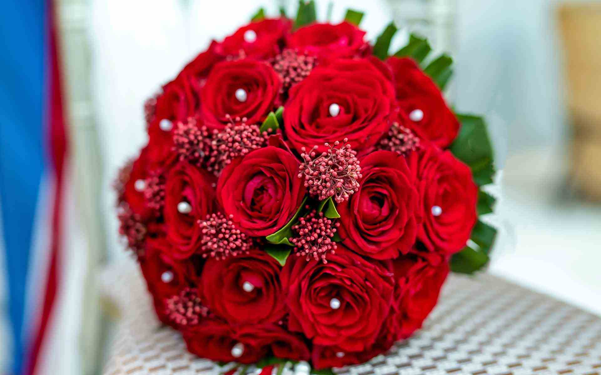 Christmas-Wedding-Bouquet-With-Red-Roses-by-Diamond-Events