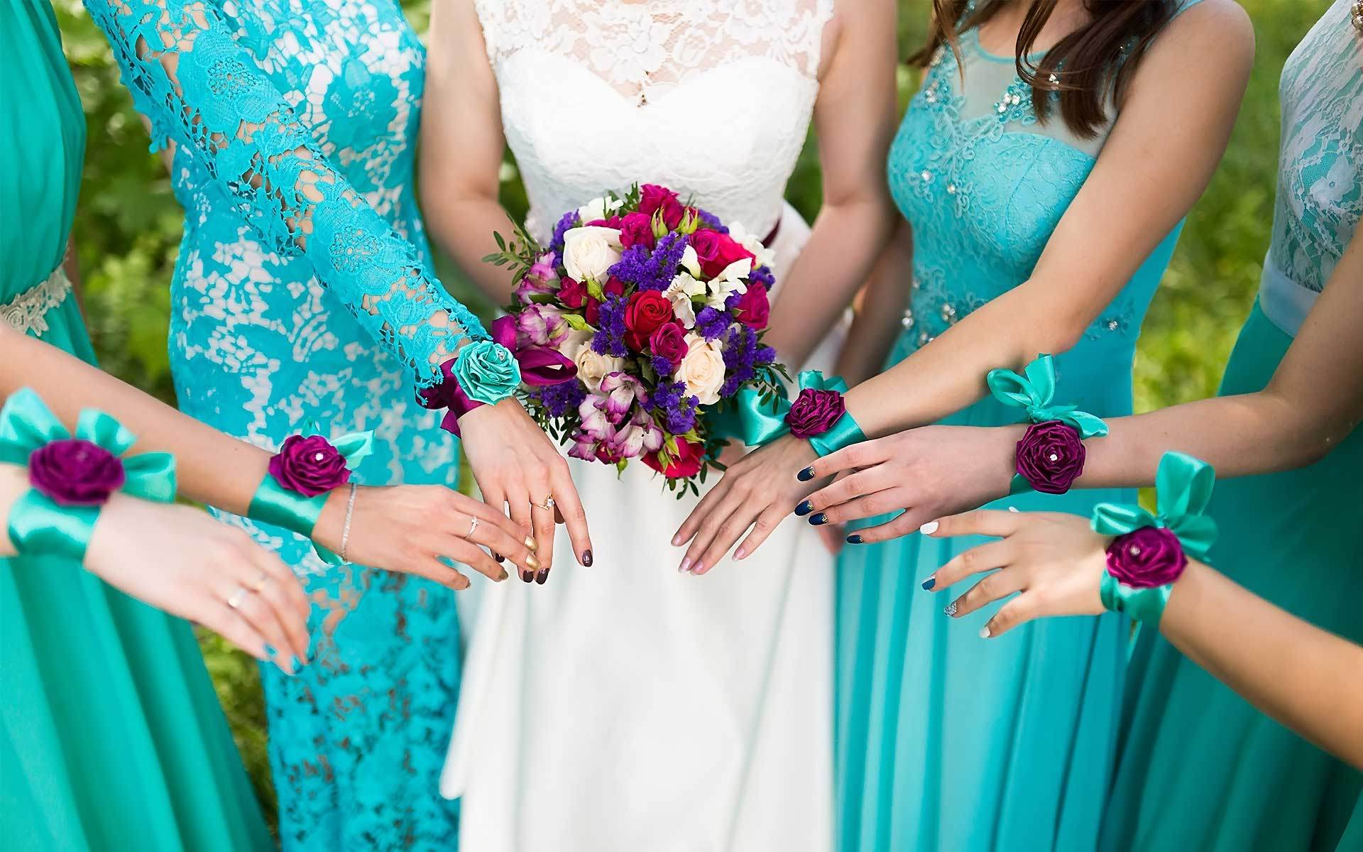 Class-Meets-Chic-Style-With-This-Burst-Of-Color-Bouquet