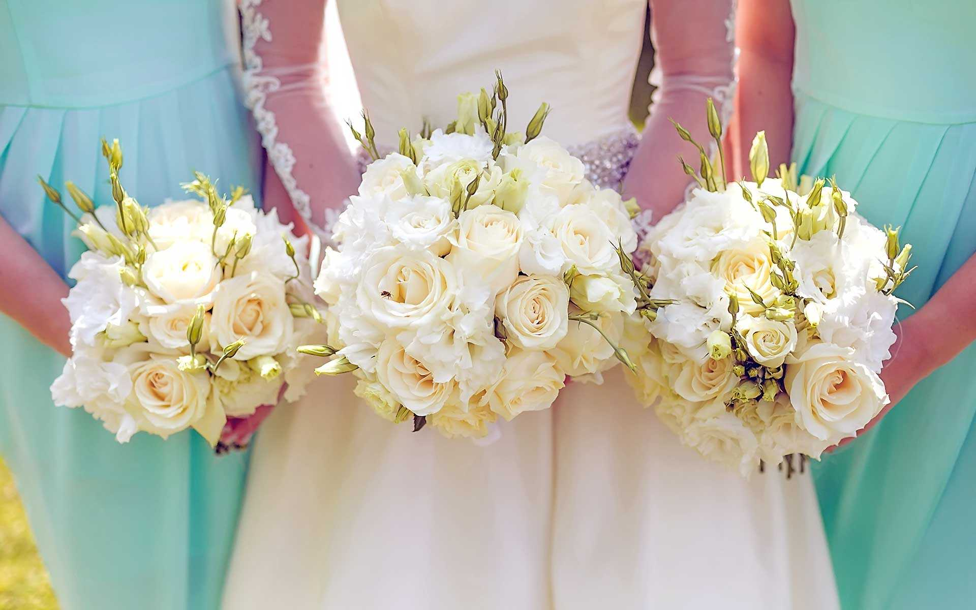 Cream-Colored-Roses-Romantic-Bridal-Bouquet-by-Diamond-Events