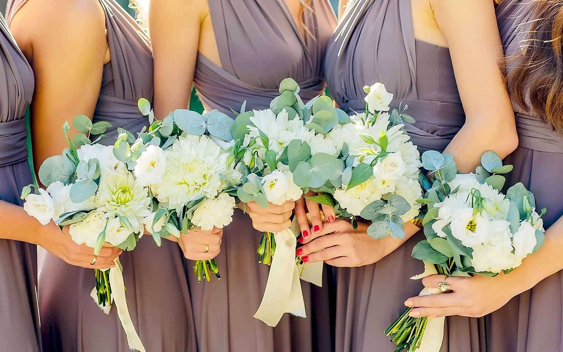 Popping-Pastel-Green-Leaves-Give-Character-To-These-Simple-White-Bouquets