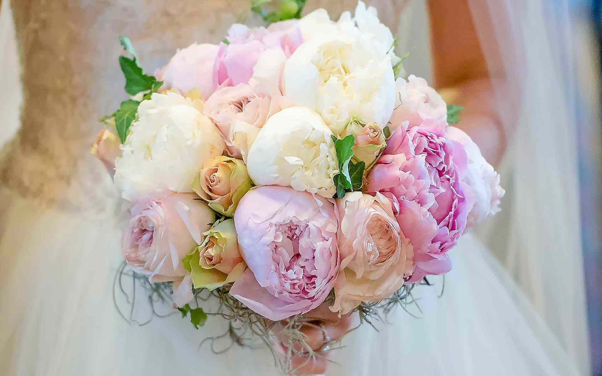 Shabby-Chic-Wedding-Bouquet-With-White-Pink-Peonies-by-Diamond-Events