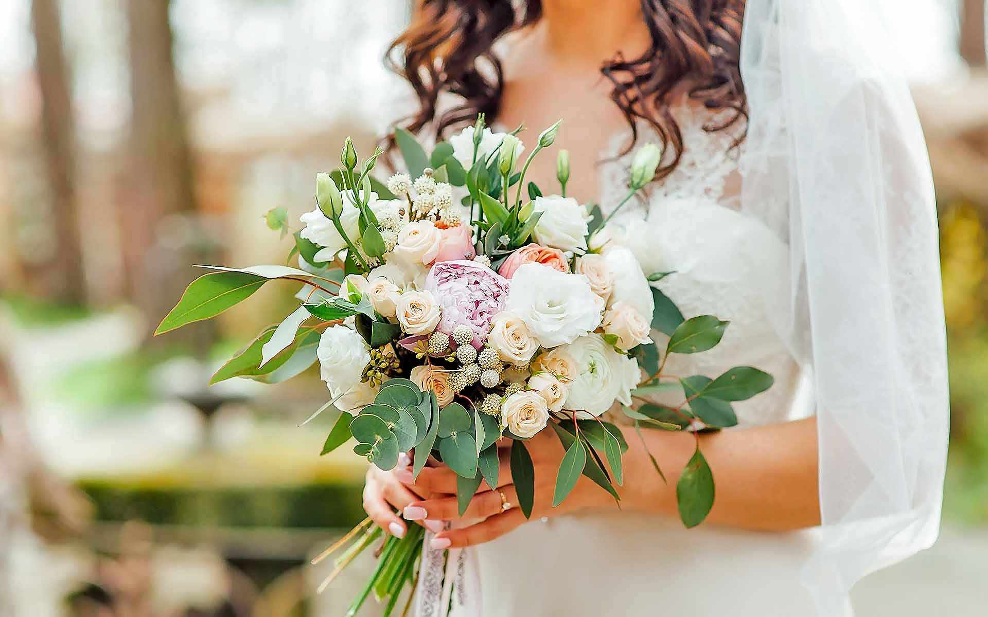 Stunning-Wedding-Bouquet-by-Diamond-Events-Wedding-Event-planning-services