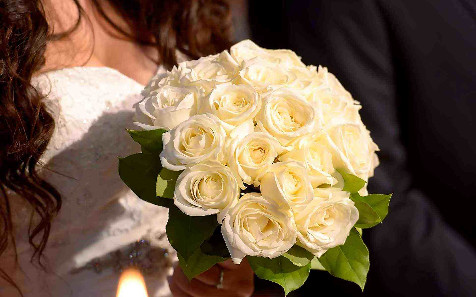 Timeless-Elegant-White-Rose-Bouquet-by-Diamond-Events-Wedding-Event-planning-services