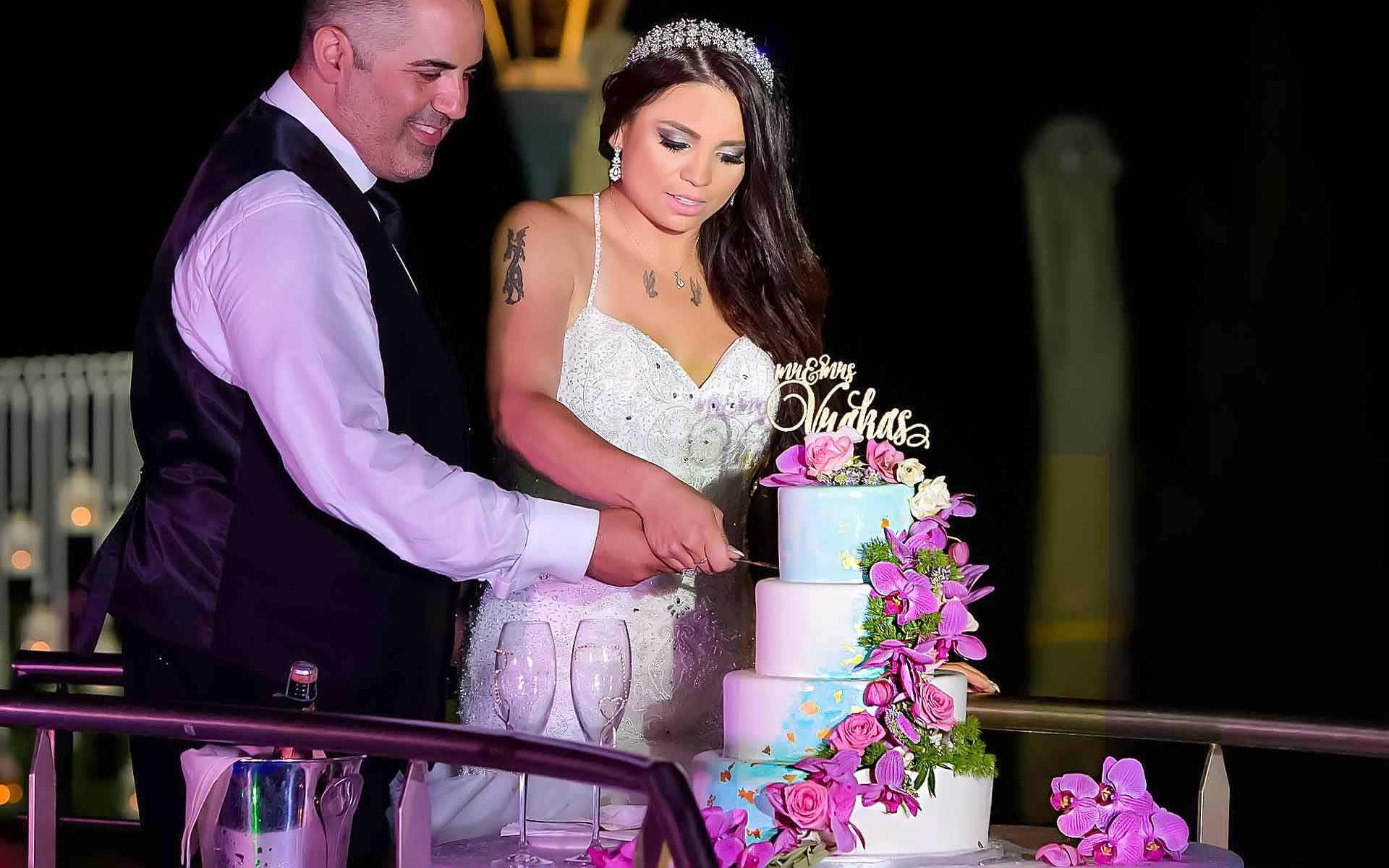 Cutting-The-Cake-Is-A-Romantic-Symbolic-Moment-On-Every-Wedding-Day