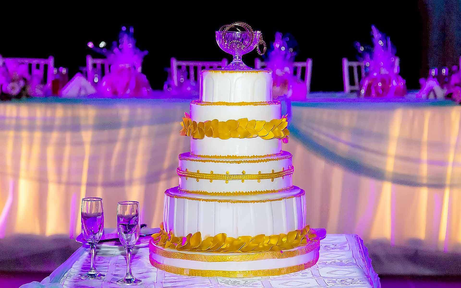 Golden-Leaf-Wedding-Cake-by-Diamond-Events-Wedding-Event-planning-services