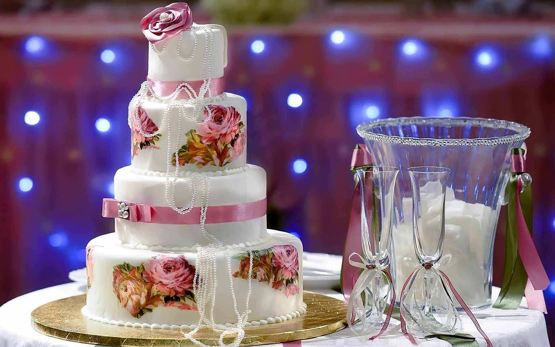 Vintage-Chic-Wedding-Cake-Painted-With-Embroidered-Looking-Flower-Details-And-Draped-In-Pearls