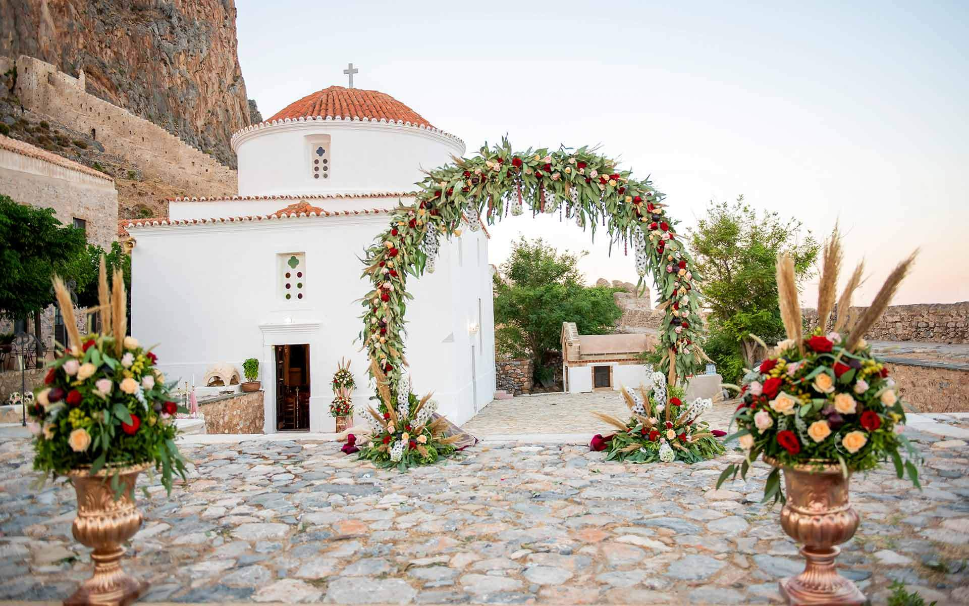 Byzantine-style-wedding-ceremony-in-the-most-famous-castle-of-Greece-Monemvasia