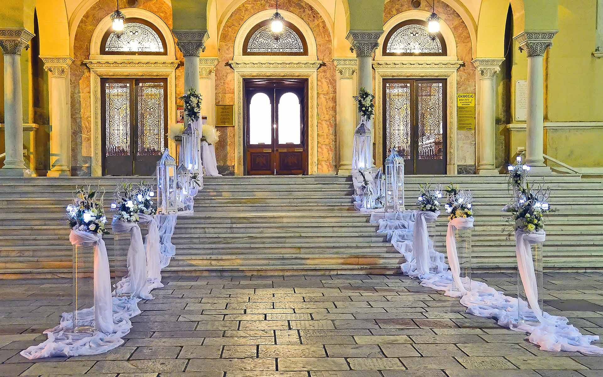 Grand-entrance-wedding-ceremony-decoration-by-Diamond-Events-Wedding-Event-planning-services