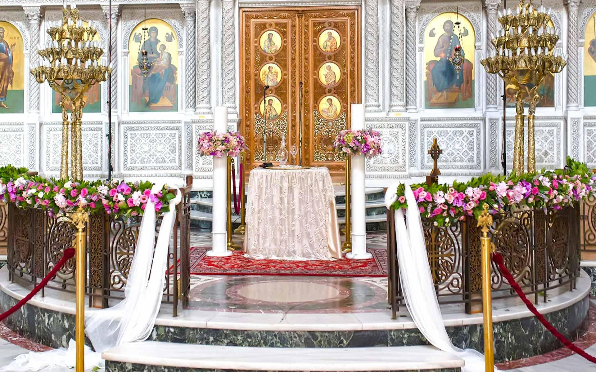 Wedding-decoration-inside-the-church-with-elegant-colorfoul-flowers