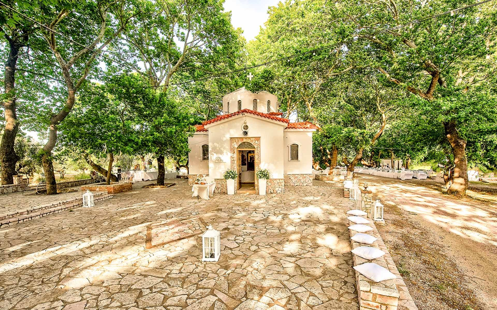 Wedding-in-Patra-in-the-amazing-pilgrimage-site-of-the-Church-of-Aghios-Anastasios
