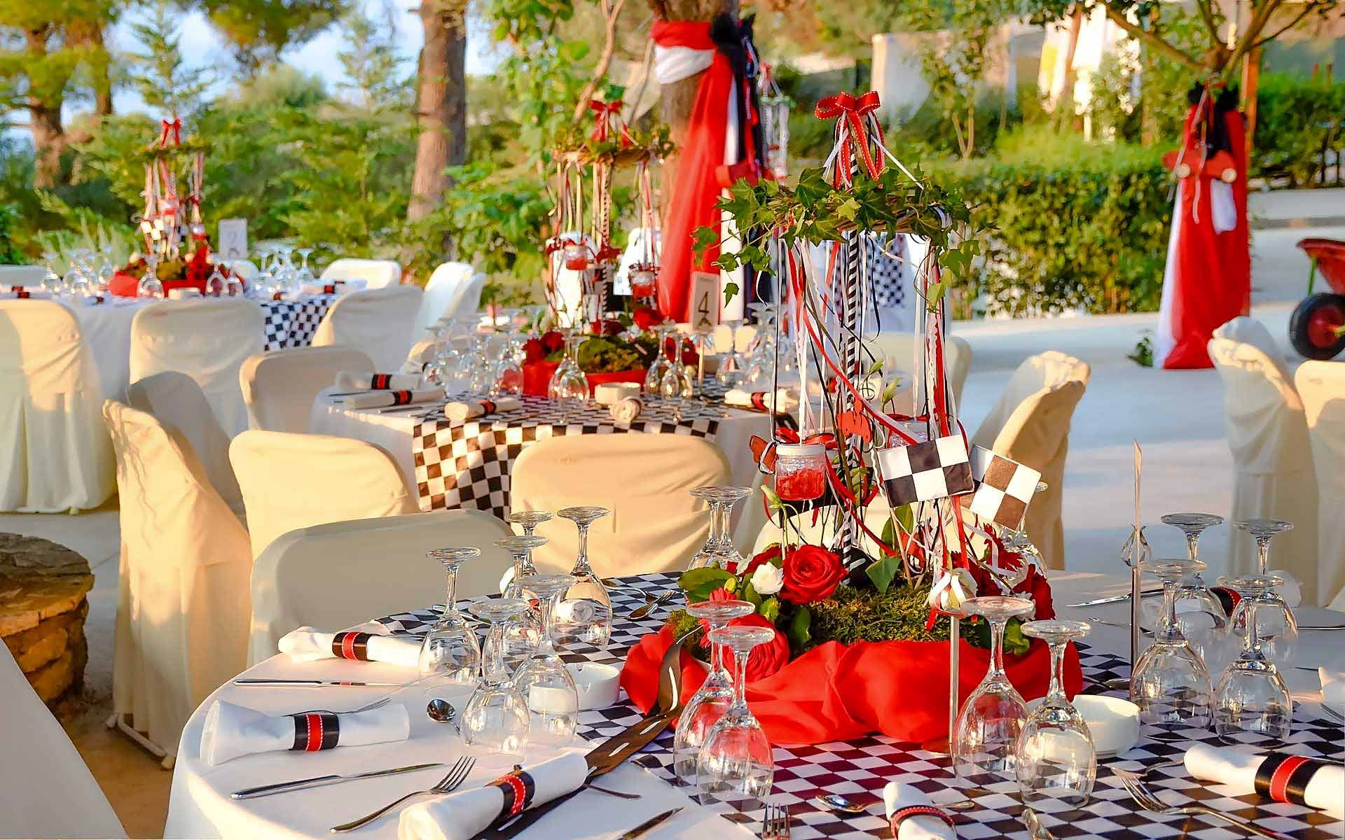 Elegant-Flower-Carousel-Centerpiece-In-Red-Flowers-And-Flags