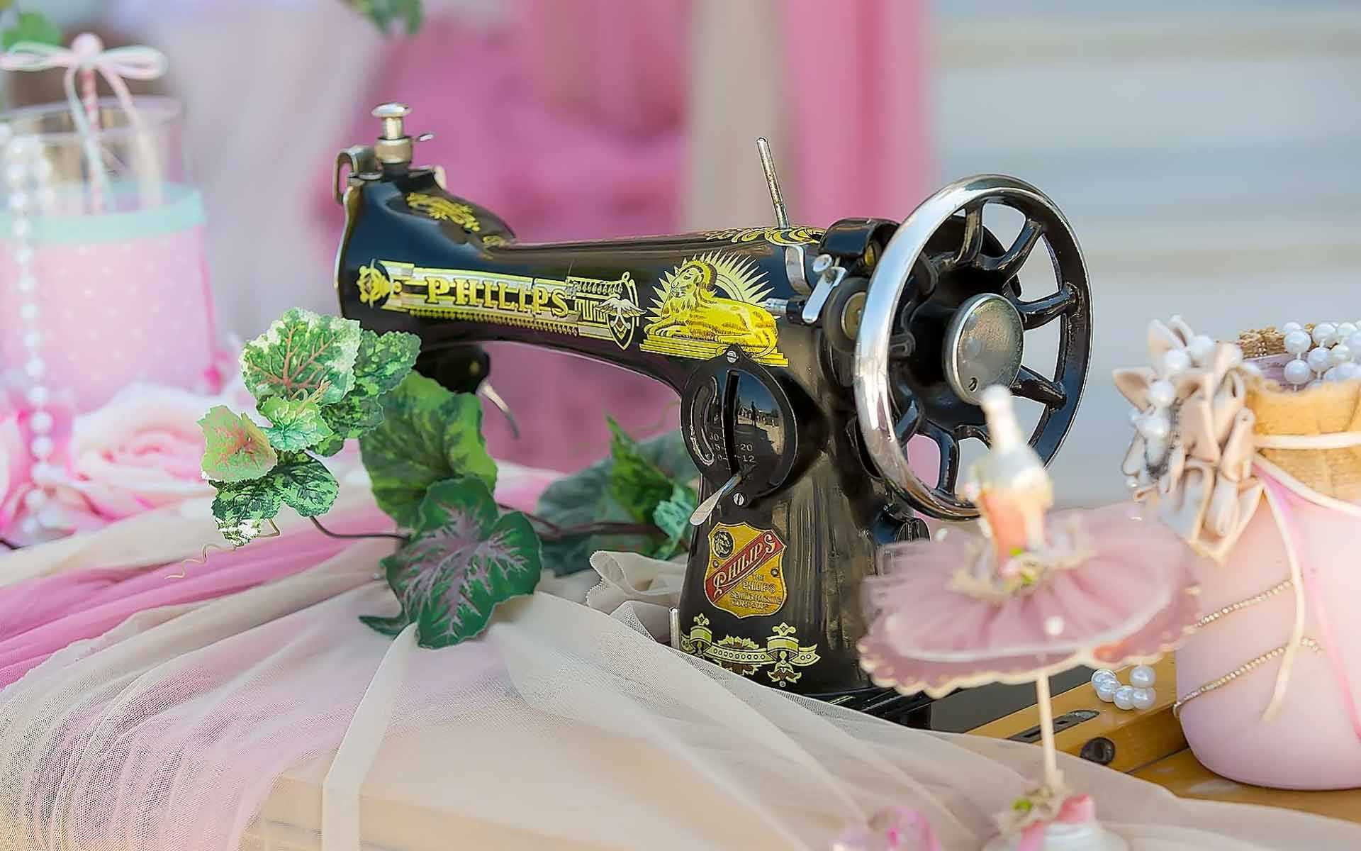 Sewing-Machine-As-A-Baptism-Decor