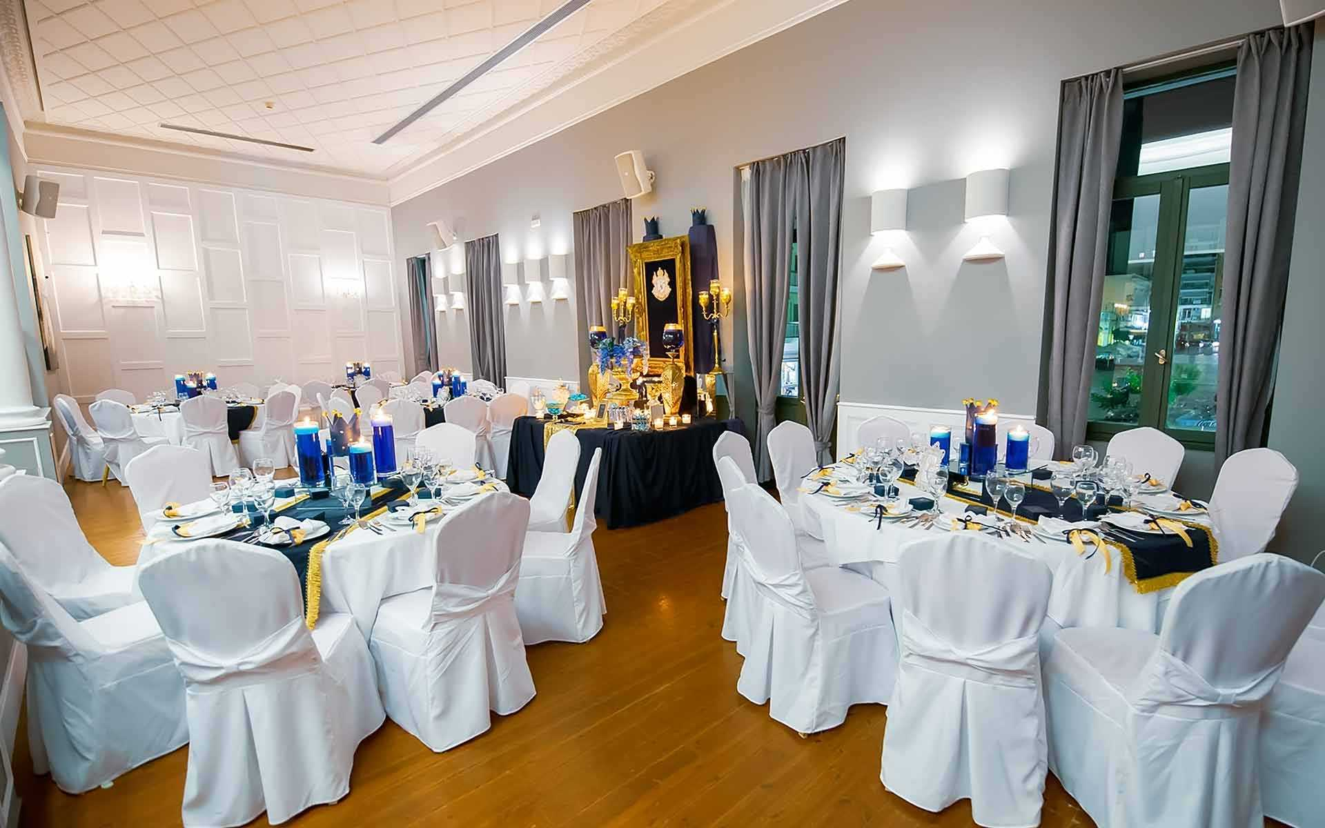 Table-Centerpieces-In-Blue-and-Gold