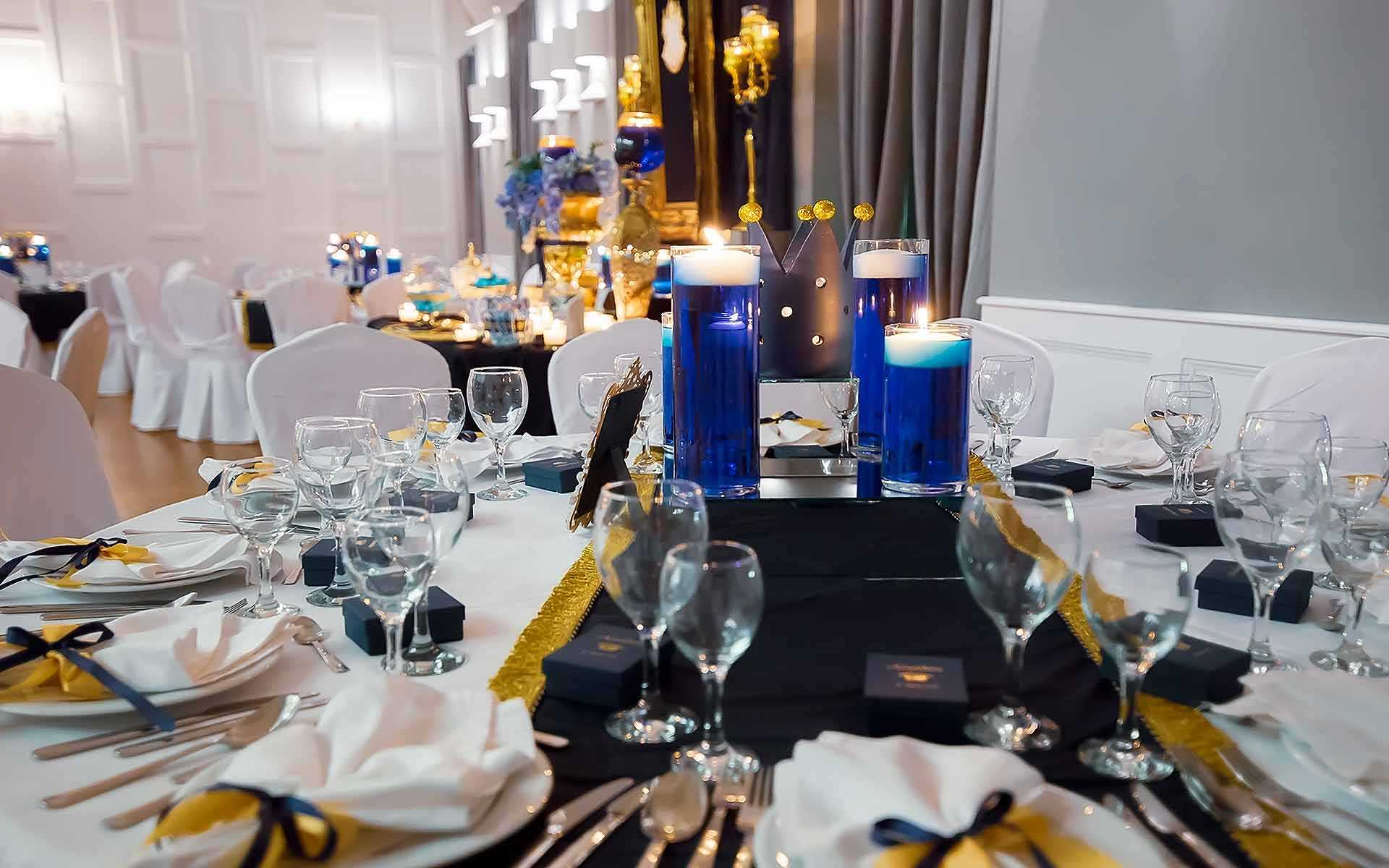 royal-blue-and-gold-centerpiece
