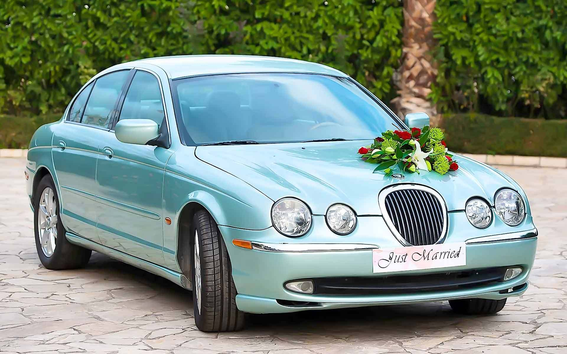 A-Classic-Wedding-Cars-Is-This-S-Type-Jaguar-by-Diamond-Events
