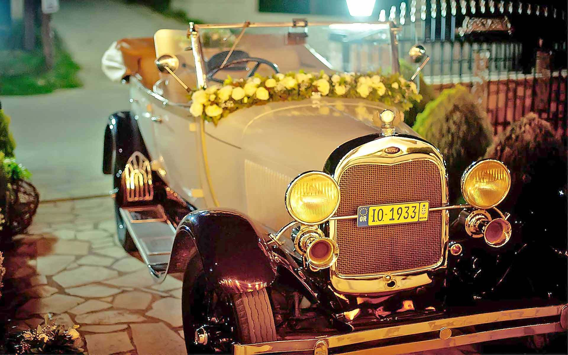 An-Amazing-Antique-Cars-For-Your-Wedding-Is-This-1956-Ford-Convertible