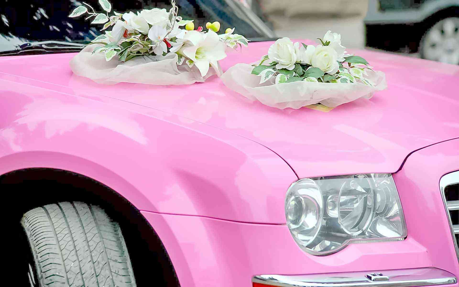 Get-The-Pink-Wedding-Limo-To-Make-Your-Wedding-Memorable