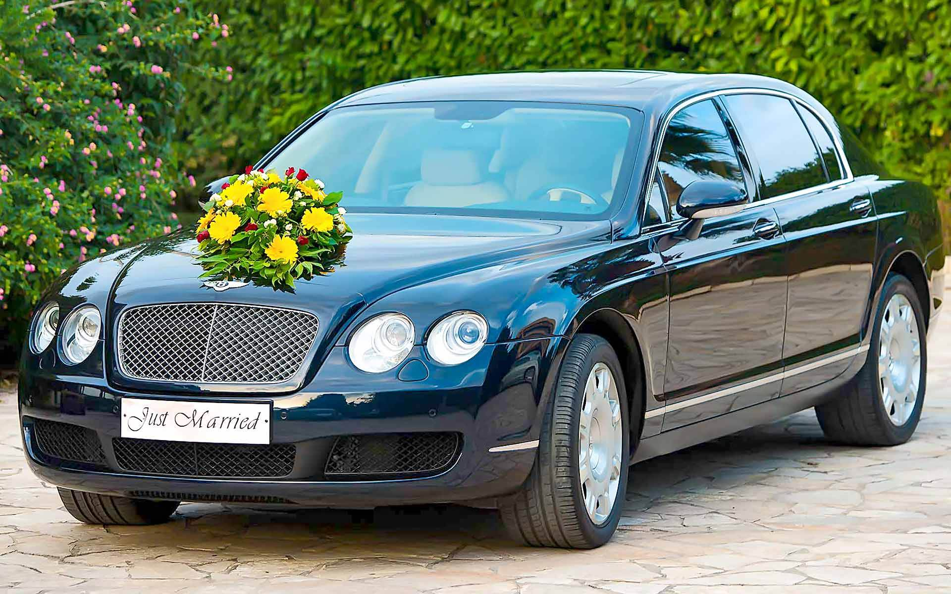 Make-Your-Special-Day-Even-More-Perfect-With-A-Chauffeur-Driven-A-Black-Bentley