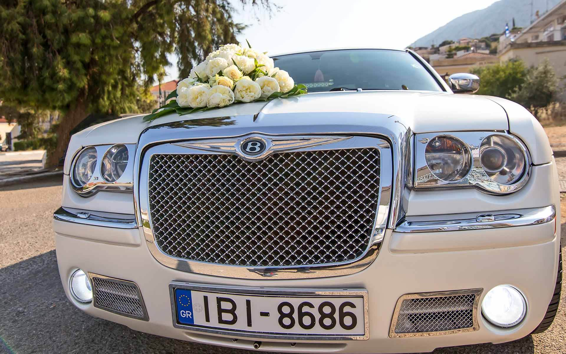 Make-Your-Wedding-Day-A-Truly-Special-Day-With-This-Beautiful-White-Bentley