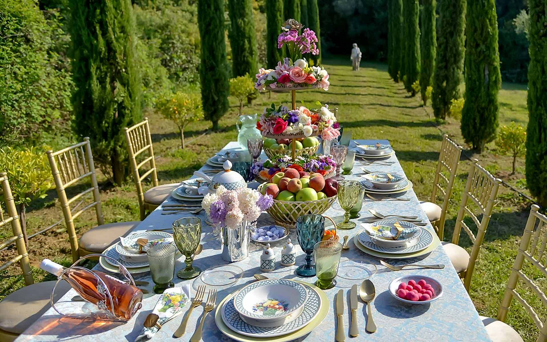 Fruit-Centerpiece-In-A-Garden-In-Tuscany-by-Diamond-Events