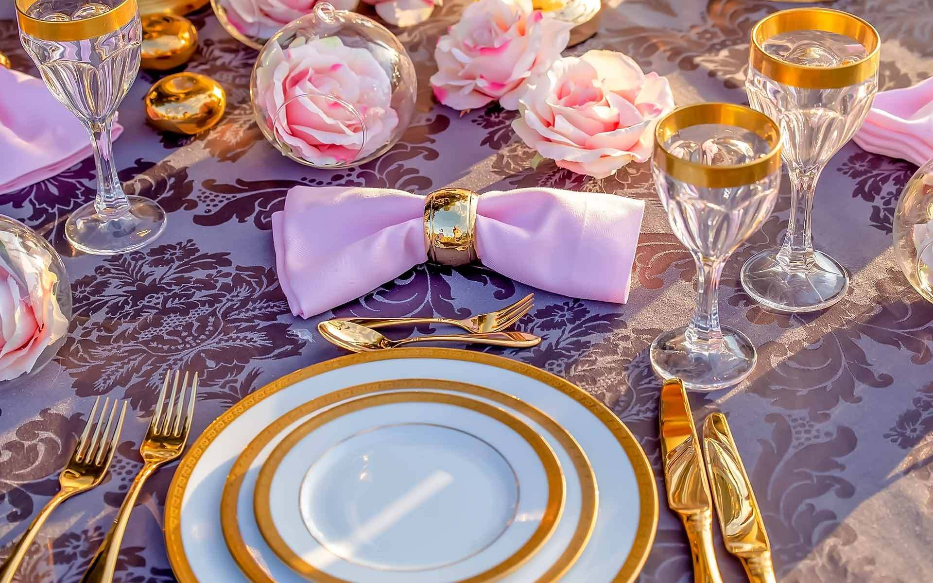 Luxurious-Gold-Wedding-Table-Setting-by-Diamond-Events-Wedding-Event-services