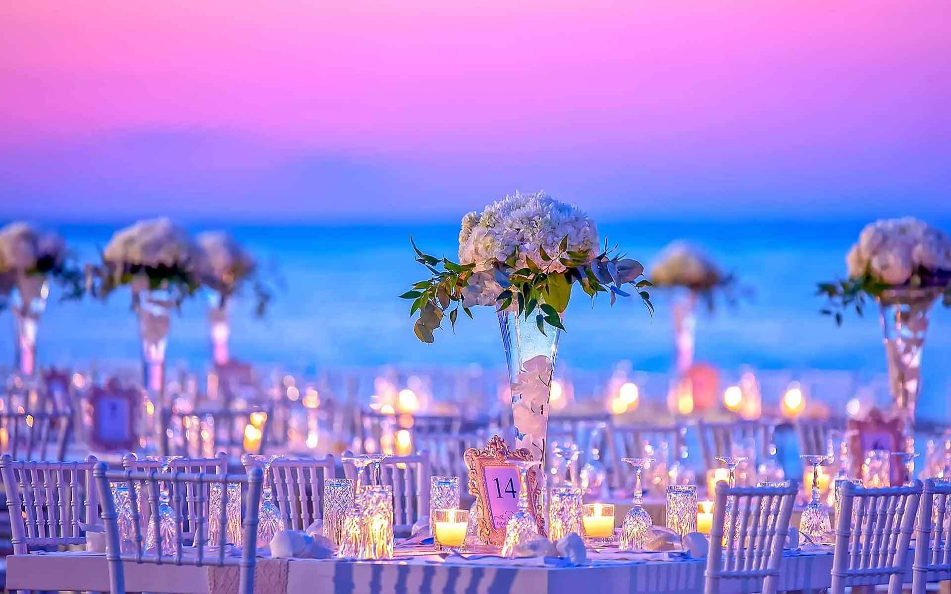 Tall-vases-with-white-hydrangeas-and-greenery-for-a-beach-style-wedding