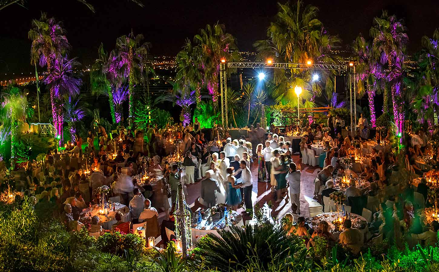 dance-party-at-a-wedding-with-diamond-events-planning-company-services-in-greece