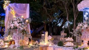 Classic-&-Romantic-guest-book-table